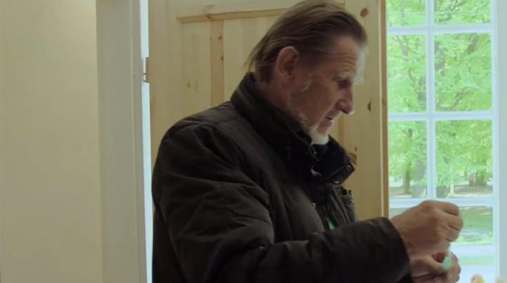 Hans usa il catetere vescicale SpeediCath Compact Uomo nella vita quotidiana